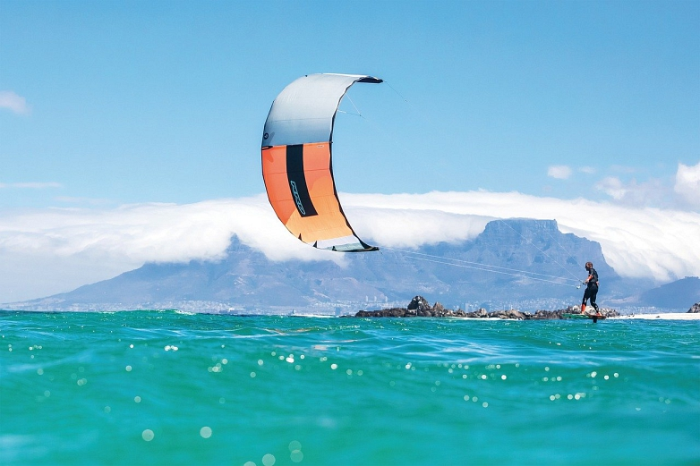 Kitesurfing in South Africa © pixabay